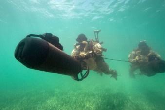 Unterwassereinsatz mit Scooter.