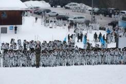 Leistungsprüfung Massenstart – auf fünf Gruppen verteilt, beginnen jeweils gut 100 Soldaten das Skitourenrennen.