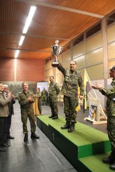 Sichtlich erfreut zeigt sich Oberstleutnant i.G. Martin Sonnberger (Mitte) über den Gesamtsieg in der Mannschaftswertung, den sich die Brigadeeinheiten, bestehend aus Stab, Stabs- und Fernmeldekompanie und Einsatz- und Ausbildungszentrum für Tragtierwesen 230 sichern konnten.