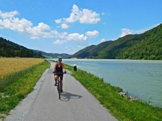 Von wegen: Die ach so blaue Donau ist durch den Zustrom des Inn meist grünlich.