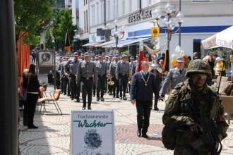 Der Marsch des Gebirgsjägerbataillons 231 durch die Reichenhaller Innenstadt fand unter großer Anteilnahme der Bürgerinnen und Bürger statt.