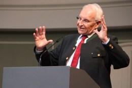 Ministerpräsident a. D. Dr. Edmund Stoiber hielt als Festredner eine emotionale Rede zur Bedeutung von Bundeswehr, Grundgesetz und Europa.