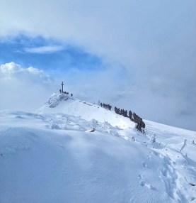 Die letzten Höhenmeter zum Gipfelgrat des Hochgerns.