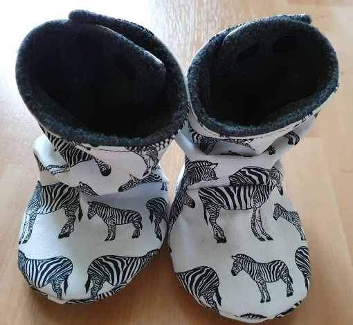 White stay-put boots with zebra design