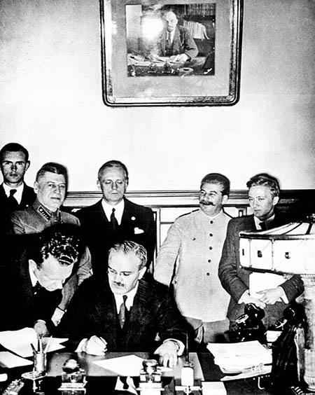 1939 Semnarea Pactului Molotov-ribbentrop