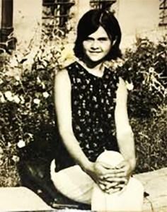 Monica Anghel (tânără)