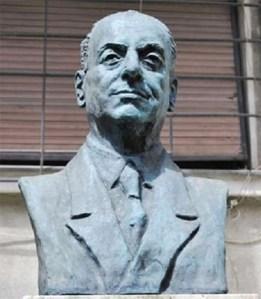 Constantin I. Nottara. Bustul marelui actor din curtea Casei memoriale din București