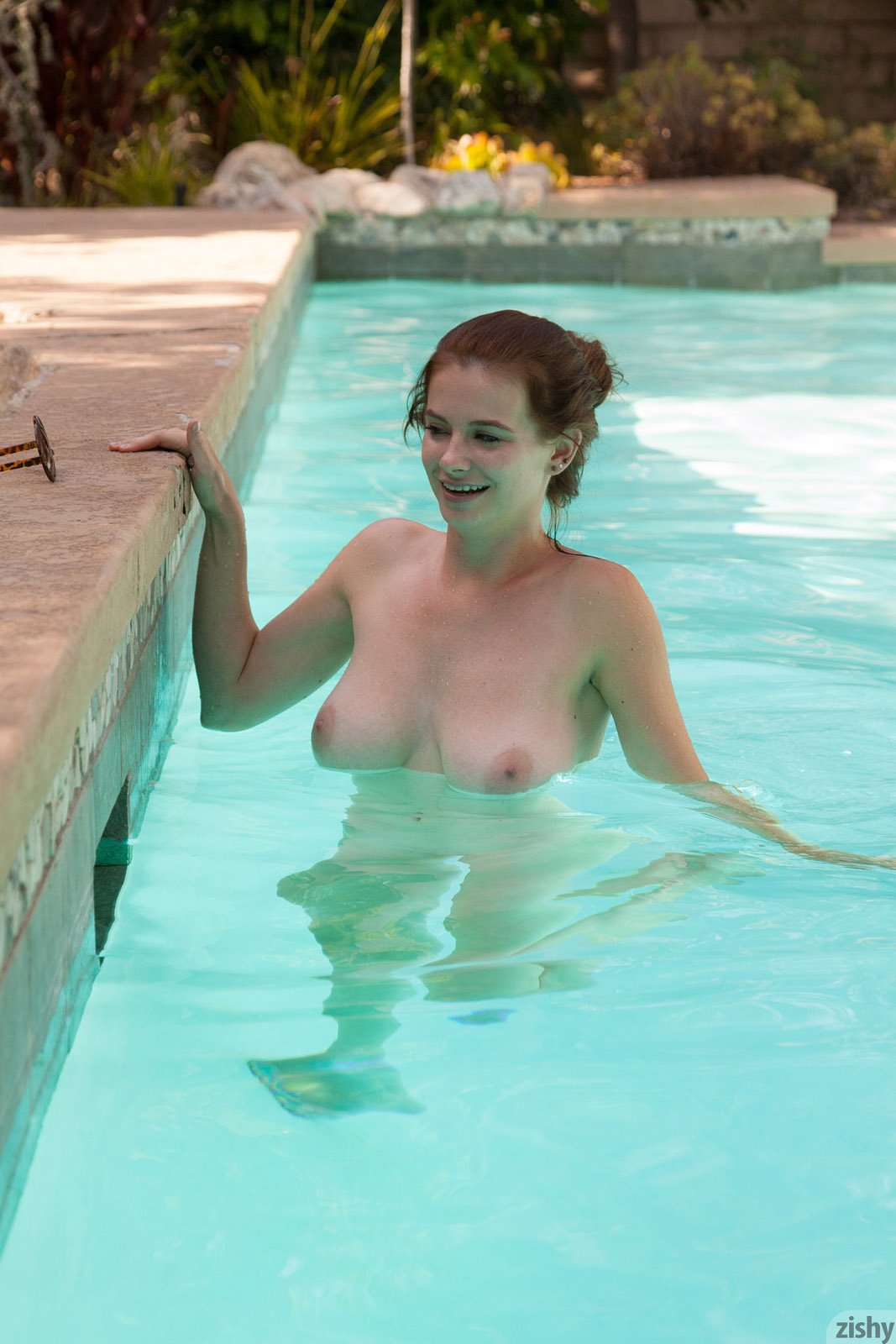 Essie Halladay Skinny Dipping Zishy nude pics  Bunnylustcom
