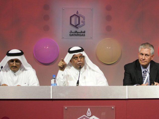 Tillerson presenzia all'inaugurazione della venture Qatargas 2, della quale ExxonMobil possiede una percentuale, aprile 2009. (Maneesh Bakshi/AP)