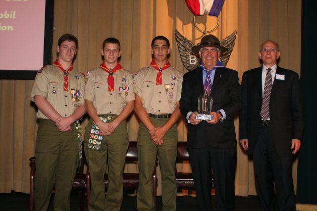 Rex Tillerson al suo ingresso nella Eagle Scout Hall of Fame, 2 novembre 2009. (scoutingnewsroom.org)
