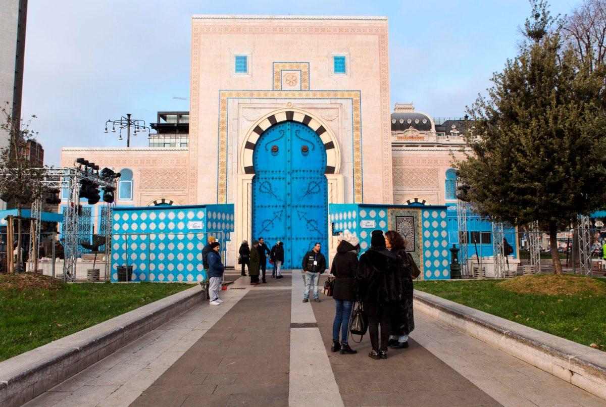 Chez Tunisia: A Milano, Piazza Duca d'Aosta trasformata in un ambiente in stile moresco
