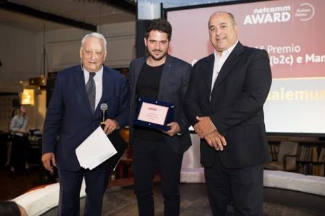 Roberto Liscia, Presidente di Netcomm, premia CaldaieMurali.it per la categoria Edilizia (b2c) e manutenzione