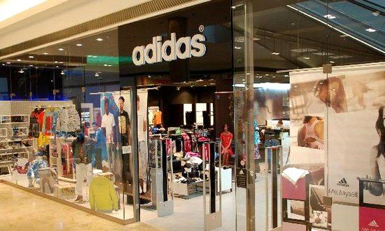 La famosa marca tedesca di abbigliamento e accessori per lo sport e il  tempo libero Adidas bb846862e6c