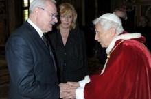 Gasparovic con Benedetto XVI (foto_prezident.sk)