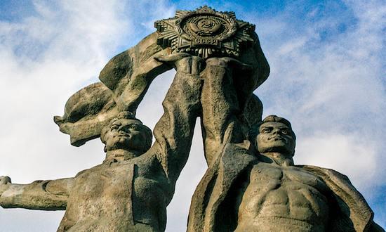Kiev-Ucraina_URSS_(mattsh_5835961424_flickr) statua dell'amicizia