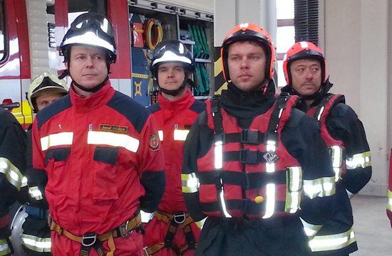 Fuoriuscita di petrolio nel Piccolo Danubio a Bratislava, pompieri al lavoro
