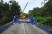 Ponte in riparazione a Pila dopo il crollo dell'alluvione del 7 giugno