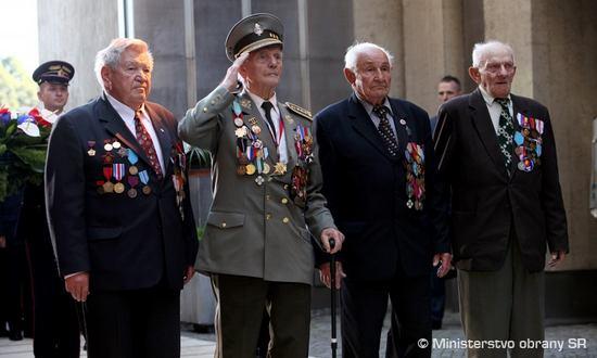 SNP-veterani_(Min.Difesa_www.mod.gov.sk)