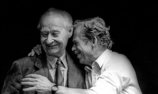 Vaclav Havel con Alexander Dubcek (© Justin Leighton, 1989)