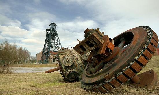 la miniera di Marcinelle abbandonata (foto_LucViatour@Wikipedia)