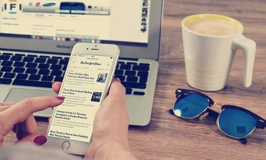 mobile-internet-smartphone_(wilofcom-CC0-615375)