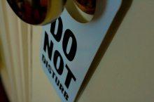 non-distur_(slrjester_1355487257@flickr_CC-BY)  hotel