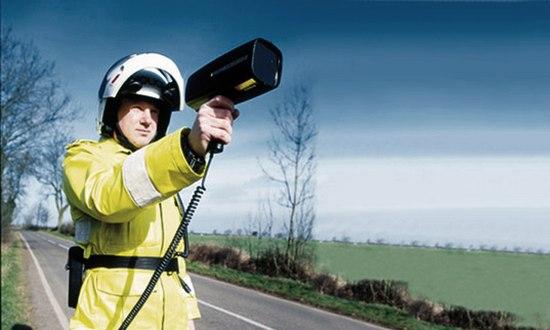 radar-laser-polizia-velocità_(foto_brizzlebornandbred_530933138@flickr)