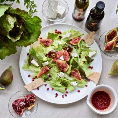 Salát s fíky a granátovým jablkem