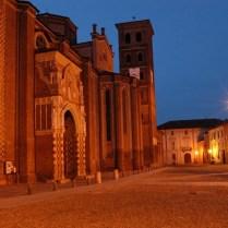 scorcio notturno con la cattedrale