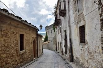 Salita per Castello Montalbano Elicona