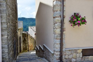 Scalinata vicolo a Montalbano Elicona