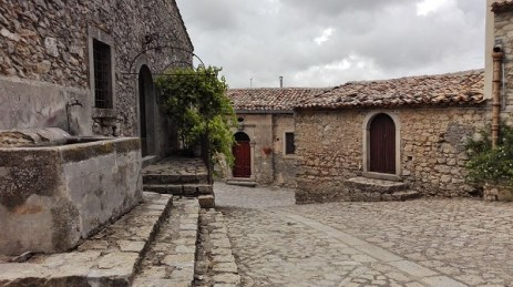Scorcio cortile Montalbano Elicona