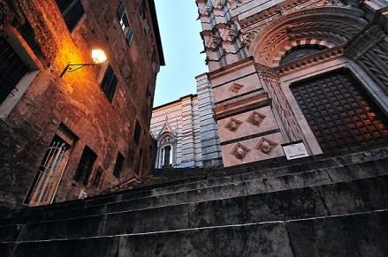 Scalinata battistero a Siena