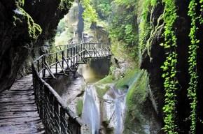 Luoghi del Cuore Fai - Le Grotte del Caglieron foto di Tiziana De Conti Fai
