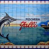 Insegna di pescheria nel quartiere dei pescatori