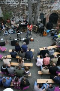 """Konzert """"Coloured Vibes"""" im Burghof der Burg Posterstein 2007"""