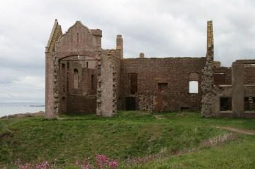 Slains Castle = Draculas Castle?