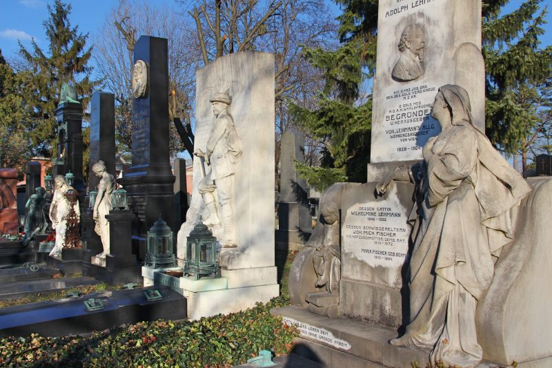 Prunkvolle Gräber, alter Friedhof in Wien