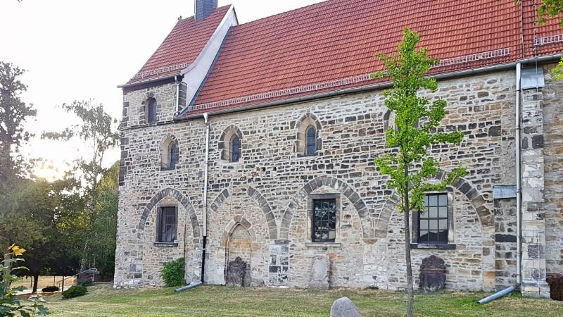 Straße der Romanik, alte Kirche an Saale Unstrut, Burgenlandkreis, Sehenswürdigkeiten Saale-Unstrut