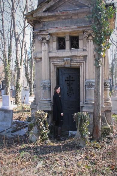 Dark Sofia, Gothic Sofia, verfallenes Mausoleum, Gruft auf dem Friedhof in Sofia