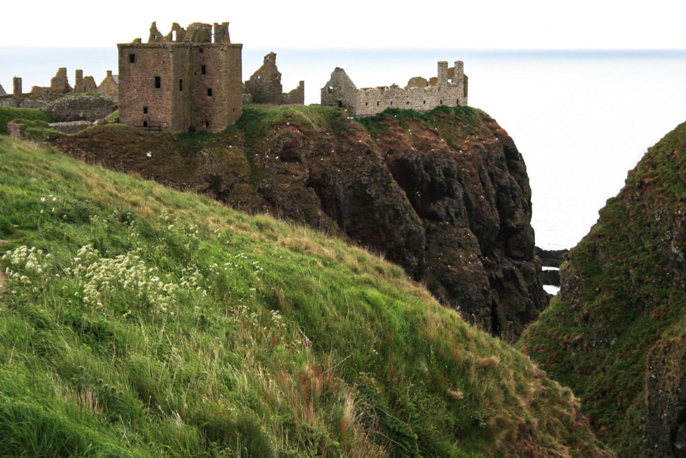 Burgruine in Schottland, schottische Geister, gruselige Burg in Schottland, Dunnottar Castle