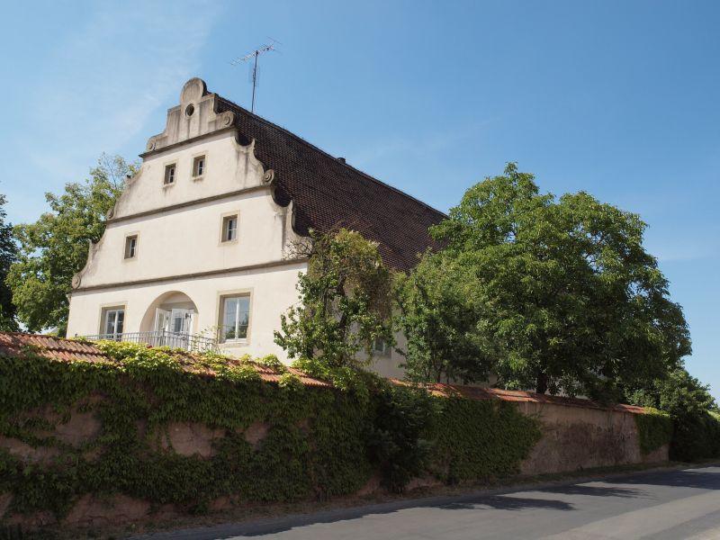 Schloss Crailsheim  Restaurant Hotel Weingalerie  97348