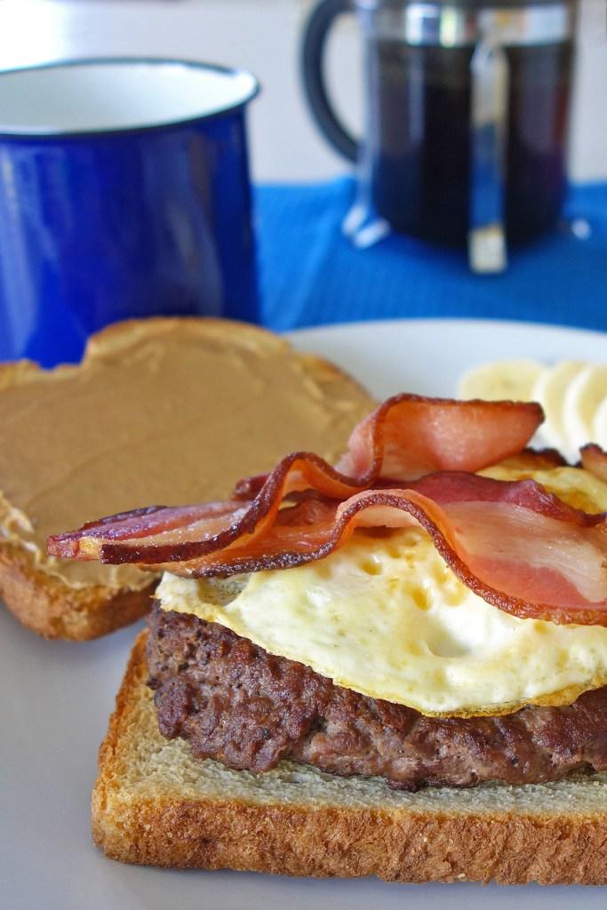 breakfast burger closeup | burgerartist.com