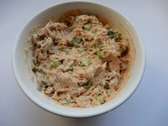 Recept makreelsalade zelf maken borrelhapje zonder pakjes en zakjes. Makkelijke vissalade BurgertrutjesNL