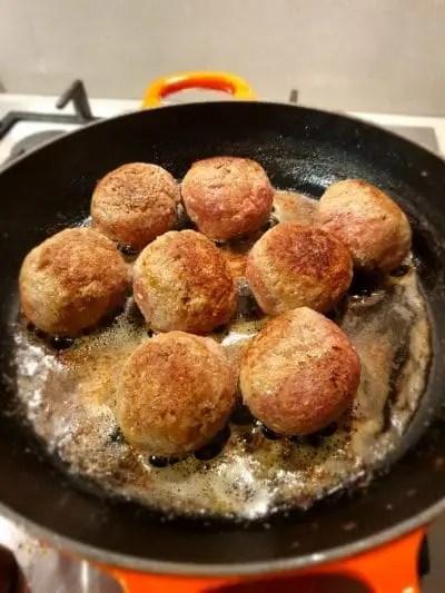 Recept hollandse gehaktbal met jus en uitjes zonder pakjes en zakjes.