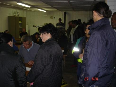 vendangeurs arrive - herve checks the register