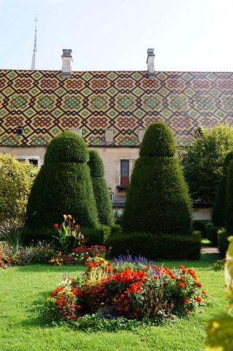 Through the Hotel Dieu gardens
