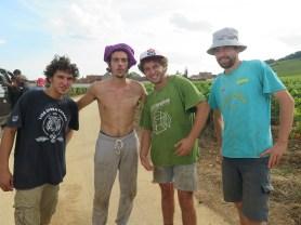 Les-4-jeunes-bonnes-francais-hommes-amuse
