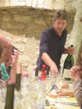 Arlaud Paulee gathering 16 - Cyprien pouring Chambolle 09 mag2