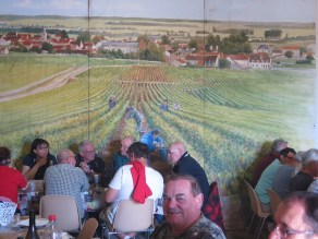 Noellat Day1 Team Lunch3 with Wall Mural
